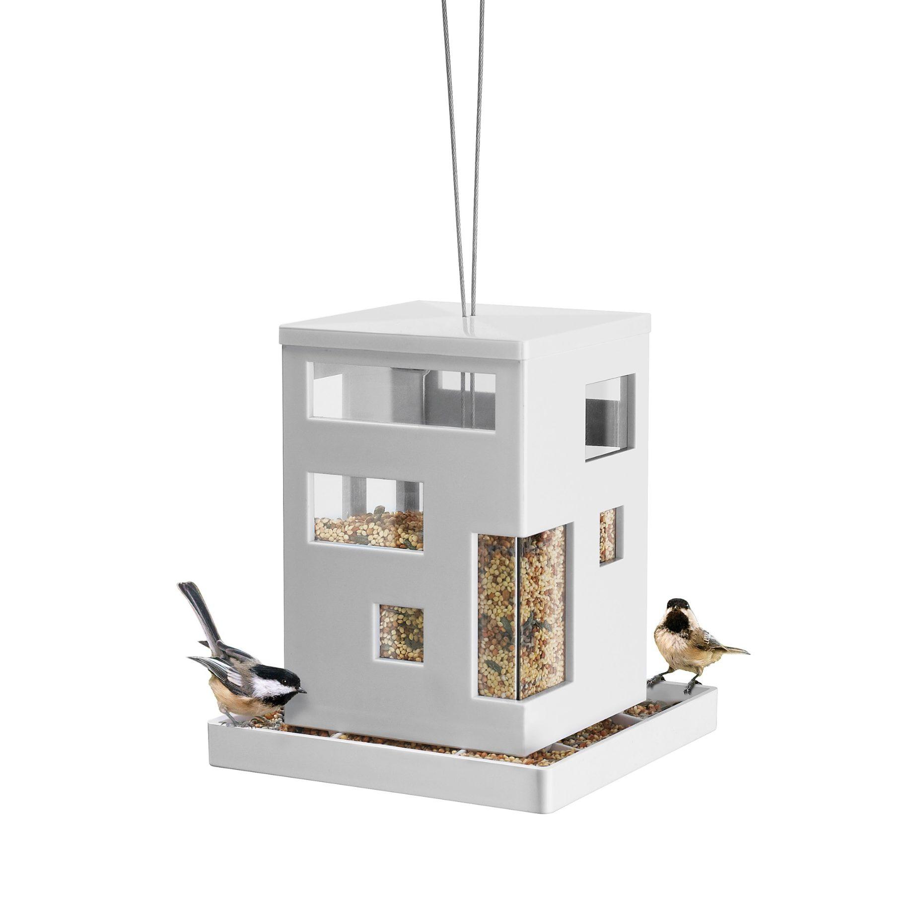 Karmnik dla ptaków Umbra. Wymiary 18×18 cm, wysokość 20 cm. Cena 33,6 £. www.redcandy.co.uk