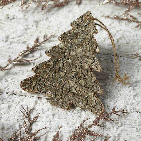 Drewniana zawieszka w kształcie choineczki idealna na drzewko świąteczne w stylu naturalnym. Cena 3,95 £/szt. www.linelace.co.uk