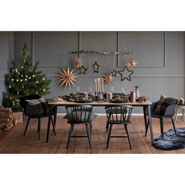 Aranżacja świątecznego stołu przygotowana przez stylistów Westwing. www.westwing.pl