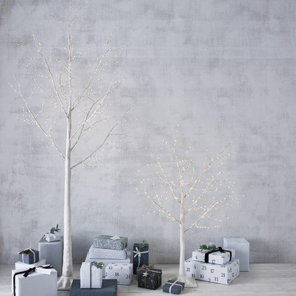 Drzewka z oświetleniem LED. www.thewhitecompany.com