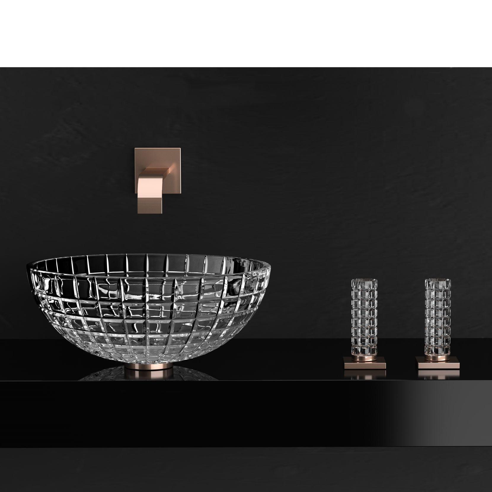 Kryształowa umywalka Luxor Round to najnowsza propozycja marki Glass Design. Średnica 43,5 cm, wysokość 16 cm. www.glassdesign.it
