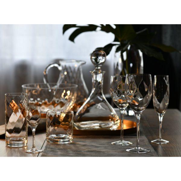 Wszystkie produkty z linii Romance zostały wykonane ręcznie. Kieliszki do wina i szampana w cenie 133,49 zł/6 szt., szklanki do whisky i drinków – 98,99 zł/6 szt., kieliszki do wódki – 108,99 zł/6 szt., karafka – 74,49 zł. www.krosno.pl