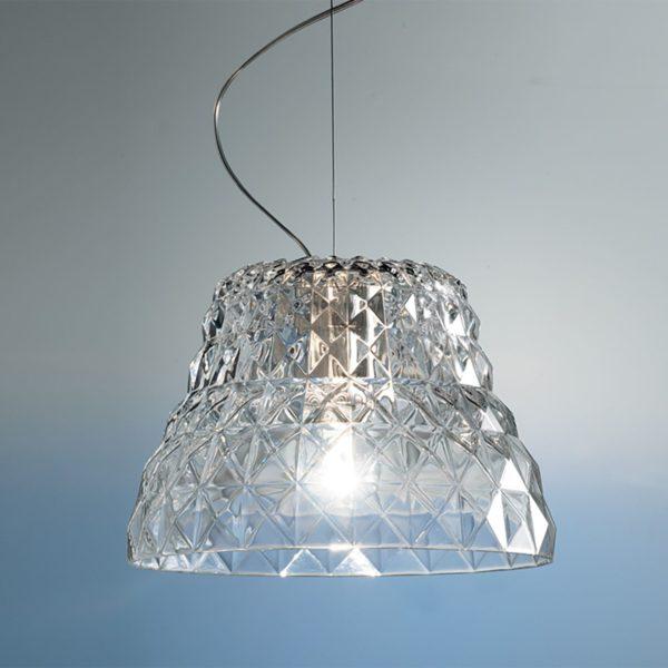 Kryształowa lampa Atelier S marki Leucos. Średnica 32 cm, wysokość 22,5 cm, długość zwisu max. 180 cm. Cena 3 891 zł. www.kosmicznelampy.pl