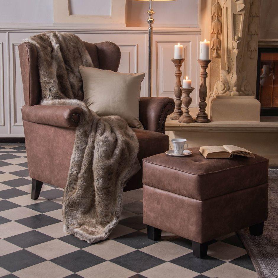 Narzuta Country ze sztucznego futra jest bardzo przyjemna w dotyku i ciepła. Wymiary 220×200 cm. Cena 889 zł. www.almidecor.com