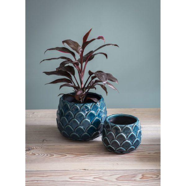 Ręcznie wykonane ceramiczne osłonki Artichoke inspirowane kwiatami karczocha. Cena 8 £. www.gardentrading.co.uk