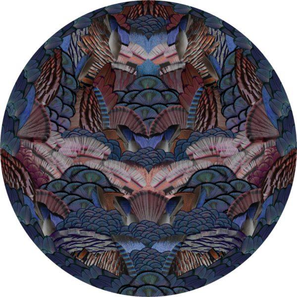 Dywan Calligraphy Bird z kolekcji Extinct Animals marki Moooi. Średnica 250 cm lub 350 cm. Cena od 10 300 zł. www.mesmetric.com
