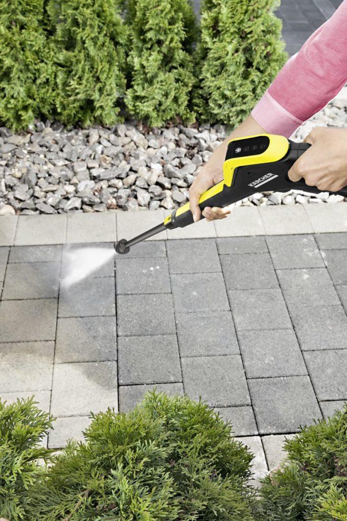 czyszczenie nawierzchni w ogrodzie