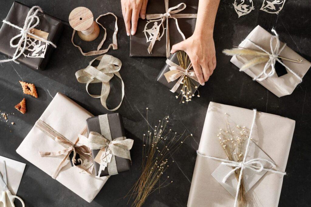 jak pzapakować preznety świąteczne