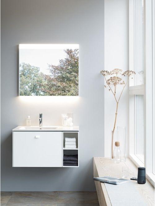 łazienka dobrze oświetlona