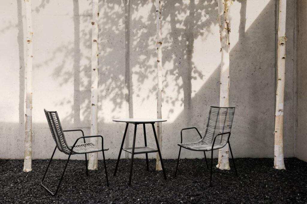 krzesła plecione do ogrodu